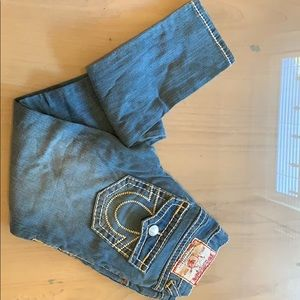 True Religion low rise jeans in light wash. 26
